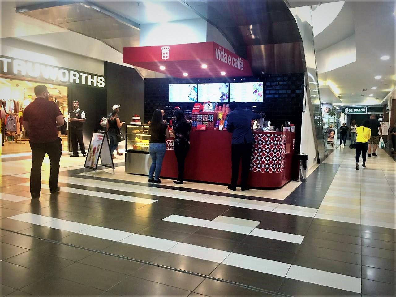 Mall Ads sets up kiosk for vida e caffè